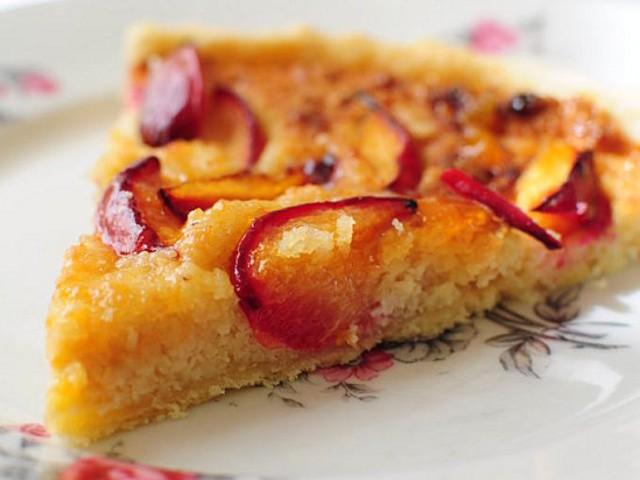 tarte-aux-prunes-et-amandes-640x480